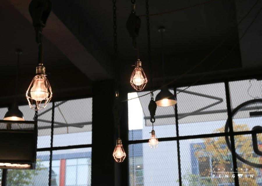 take 5 five coffee,咖啡馆设计,精品咖啡设计,咖啡店设计,精品咖啡店设计,单品咖啡店设计,韩国咖啡馆设计,澳大利亚咖啡店设计,工业咖啡馆设计,国外咖啡店设计,上海咖啡馆设计,上海咖啡店设计,咖啡馆细节,创意咖啡馆设计