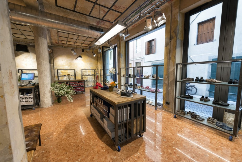 Vittorio Shoes,上海商业空间设计,服装店设计,鞋店设计,零售店铺设计,上海零售店铺设计,上海服装店设计,上海鞋店设计,上海工业风格零售店铺设计,上海店铺设计,上海工业风格设计,上海工业风格服装店设计,Vittorio Shoes-2